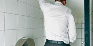 Tại sao nam giới bị đi tiểu nhiều lần